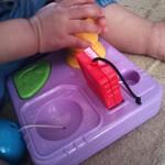 「型はめの第一歩」赤ちゃんの好奇心ややる気を刺激するおもちゃ