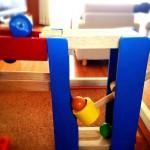 色がきれいな木製のおもちゃ:Trix Trackのハンマースラマー