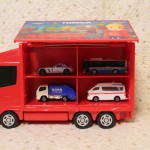 楽しみながらお片付けができるトミカトラックです!