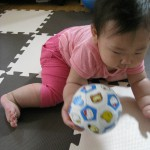 フワフワだからつかみやすい!キティちゃんのサッカーボール