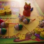こどもとおとなが一緒になって遊べるかわいいボードゲーム「ねことねずみの大レース」