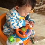 ベビーカーに乗せるとのけぞって泣いていた息子がこれでご機嫌になりました!