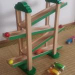電車好きの2歳の息子がもらった長く楽しめる木のおもちゃ「森のうんどう会」