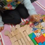 1歳の娘が遊ぶ様子をみて「つみき」が子供に良いおもちゃだとおもったこと