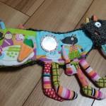 出産祝いにおすすめ!カラフルで可愛いオオカミのしかけ絵本