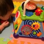 我が家の7ヶ月の息子が一人遊びデビューしたおもちゃ